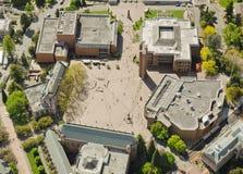 Abra el cuadrado en la universidad Imágenes de archivo libres de regalías