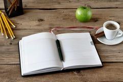 Abra el diario con las páginas en blanco Foto de archivo libre de regalías