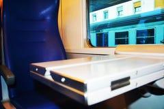 Abra el escritorio del tren, por noche Fotografía de archivo