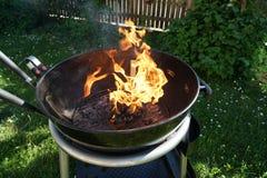 Abra el fuego en la parrilla Imagen de archivo