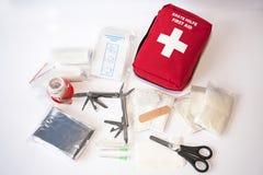 Abra el kit de primeros auxilios Imagenes de archivo