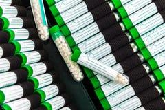 Abra el kit de primeros auxilios con la preparación homeopática Foto de archivo libre de regalías