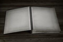 Abra el libro con las paginaciones vacías imagen de archivo libre de regalías
