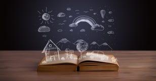 Abra el libro con paisaje dibujado mano foto de archivo