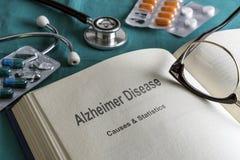 Abra el libro de la enfermedad de Alzheimer imagenes de archivo