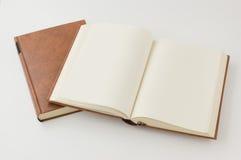 Abra el libro de la paginación en blanco. Fotografía de archivo