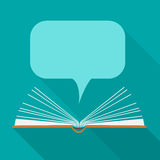 Abra el libro de papel con las nubes del discurso en estilo plano del diseño Imagen de archivo