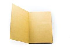 Abra el libro de papel marrón aislado en el fondo blanco Imagen de archivo