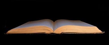 Abra el libro en negro Fotos de archivo