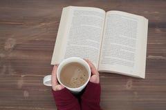 Abra el libro en un vector Imagen de archivo libre de regalías