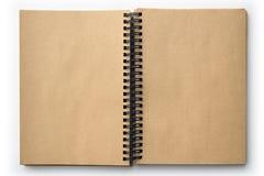 Abra el libro viejo con las páginas en blanco aisladas en blanco Imágenes de archivo libres de regalías