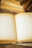 Abra el libro viejo Imágenes de archivo libres de regalías