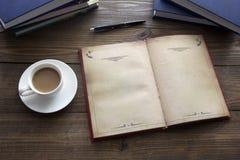 Abra el libro y el café Imagen de archivo libre de regalías