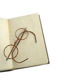 Abra el libro y los vidrios Foto de archivo libre de regalías