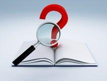 Abra el libro y un signo de interrogación Fotografía de archivo libre de regalías