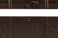 Abra el pecho de madera en el fondo blanco imagen de archivo libre de regalías