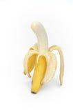 Abra el plátano en el fondo blanco Foto de archivo