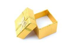 Abra el rectángulo de regalo de oro fotografía de archivo