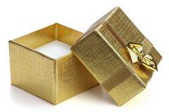 Abra el rectángulo de regalo. Foto de archivo