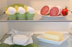 Abra el refrigerador llenado de la comida fotos de archivo libres de regalías