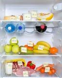 Abra el refrigerador por completo de frutas, de verduras y de la carne Foto de archivo
