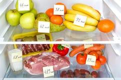 Abra el refrigerador por completo de frutas, de verduras y de la carne Foto de archivo libre de regalías
