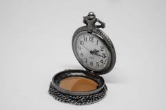 Abra el reloj de bolsillo viejo Fotos de archivo libres de regalías