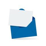 Abra el sobre con la carta Foto de archivo