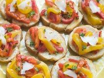 Abra el tomate y el emparedado asado de la pimienta Fotografía de archivo libre de regalías