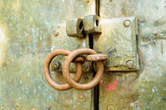 Abra en una puerta vieja Fotos de archivo