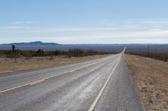Abra a estrada no país do monte de Texas Imagens de Stock Royalty Free
