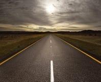 Abra a estrada que conduz na luz Fotografia de Stock Royalty Free
