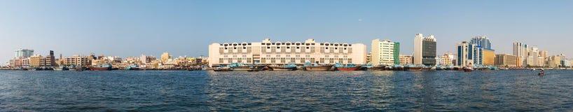 Abra fartyg som korsar Dubai Royaltyfri Bild