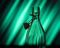 Abra a garrafa de vidro na frente de um fundo criativo Imagem de Stock Royalty Free