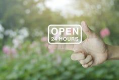 Abra 24 horas de icono en el finger Fotografía de archivo
