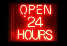 Abra 24 horas de sinal de n?on foto de stock