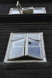 Abra janelas velhas Fotos de Stock Royalty Free