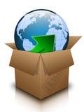 Abra la caja con tierra del planeta Imagenes de archivo