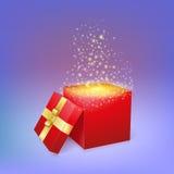 Abra la caja de regalo con los fuegos artificiales ligeros mágicos Imagen de archivo libre de regalías