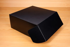 Abra la caja en el fondo de madera Fotografía de archivo libre de regalías