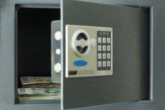 Abra la caja fuerte Imágenes de archivo libres de regalías