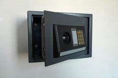 Abra la caja fuerte casera Imagen de archivo libre de regalías