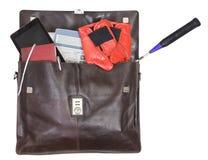 Abra la cartera con los artículos del negocio y del deporte Foto de archivo