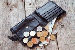 Abra la cartera con moneda euro Fotografía de archivo libre de regalías