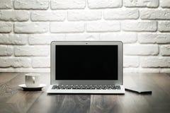 Abra la computadora portátil Imagen de archivo libre de regalías