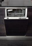 Abra la máquina del lavaplatos Foto de archivo
