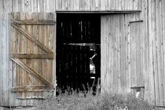 Abra la puerta de granero fotos de archivo