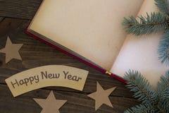Abra las ramas del libro y de árbol Fotos de archivo