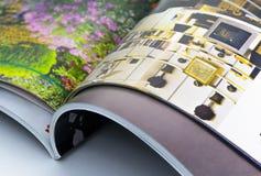 Abra las revistas coloridas Foto de archivo libre de regalías