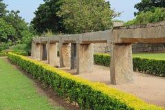 Abra los canales para el abastecimiento de agua del río de Tungabhadra en el depósito Pushkarni, Hampi, la India Imágenes de archivo libres de regalías